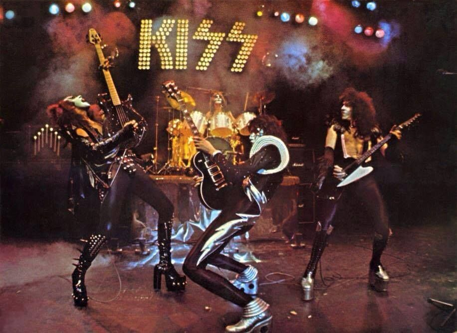 Alternate Shot From The Alive Photo Session Kiss World