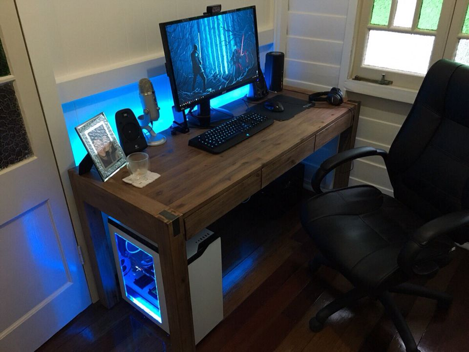 Nice and cozy little office setup from Reddit user coopytroop