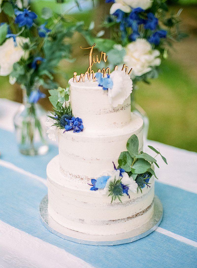 Hochzeitstorte Mit Blumen Und Goldener Schrift Sehr Schon