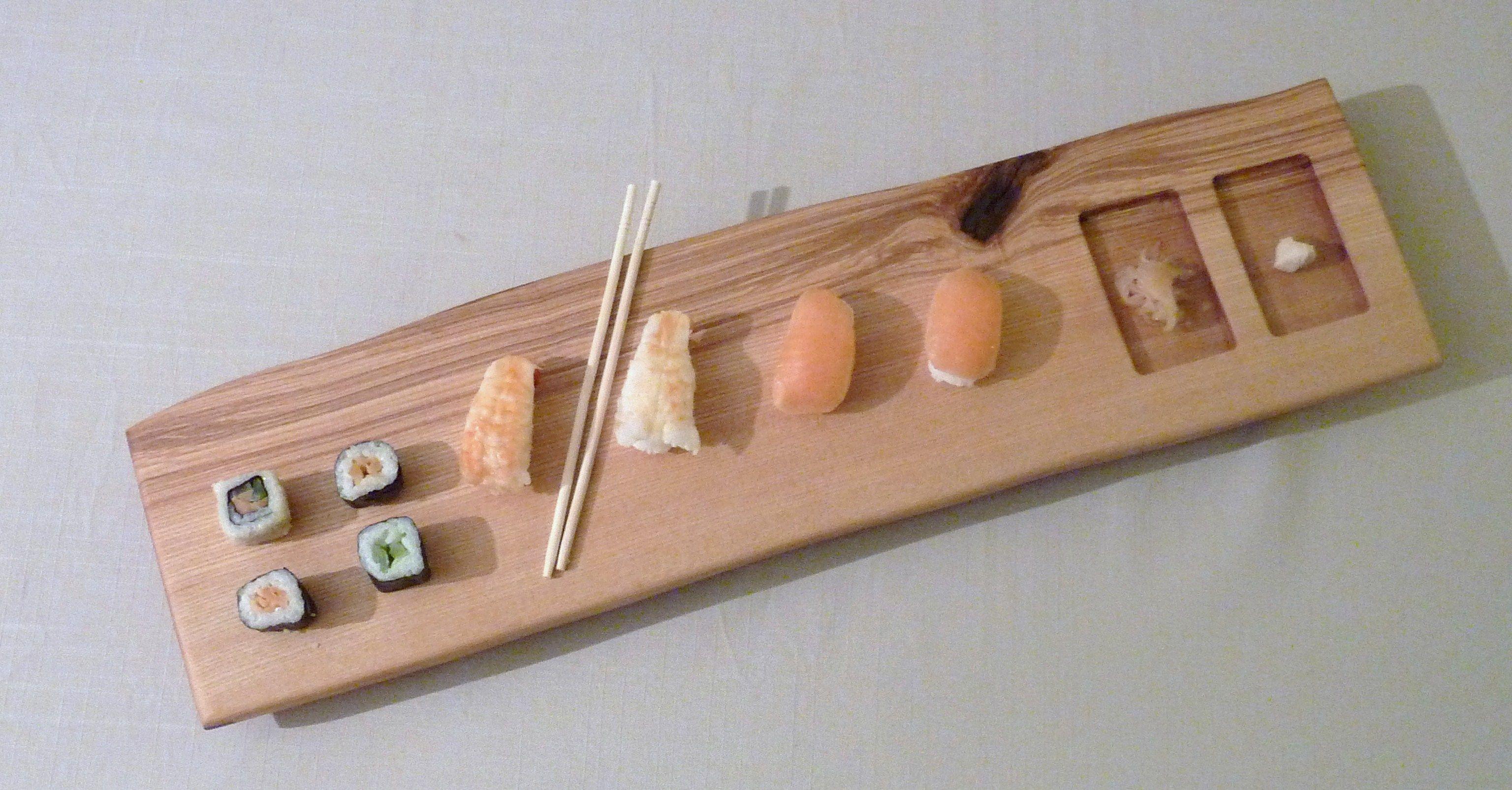 Plateau pour le service de sushis en bois massif