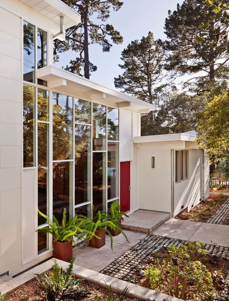Architect Mary Ann Schicketanz Uses All Her Sensibility to Restore a Beautiful Mid-Century House - Mid Century Home