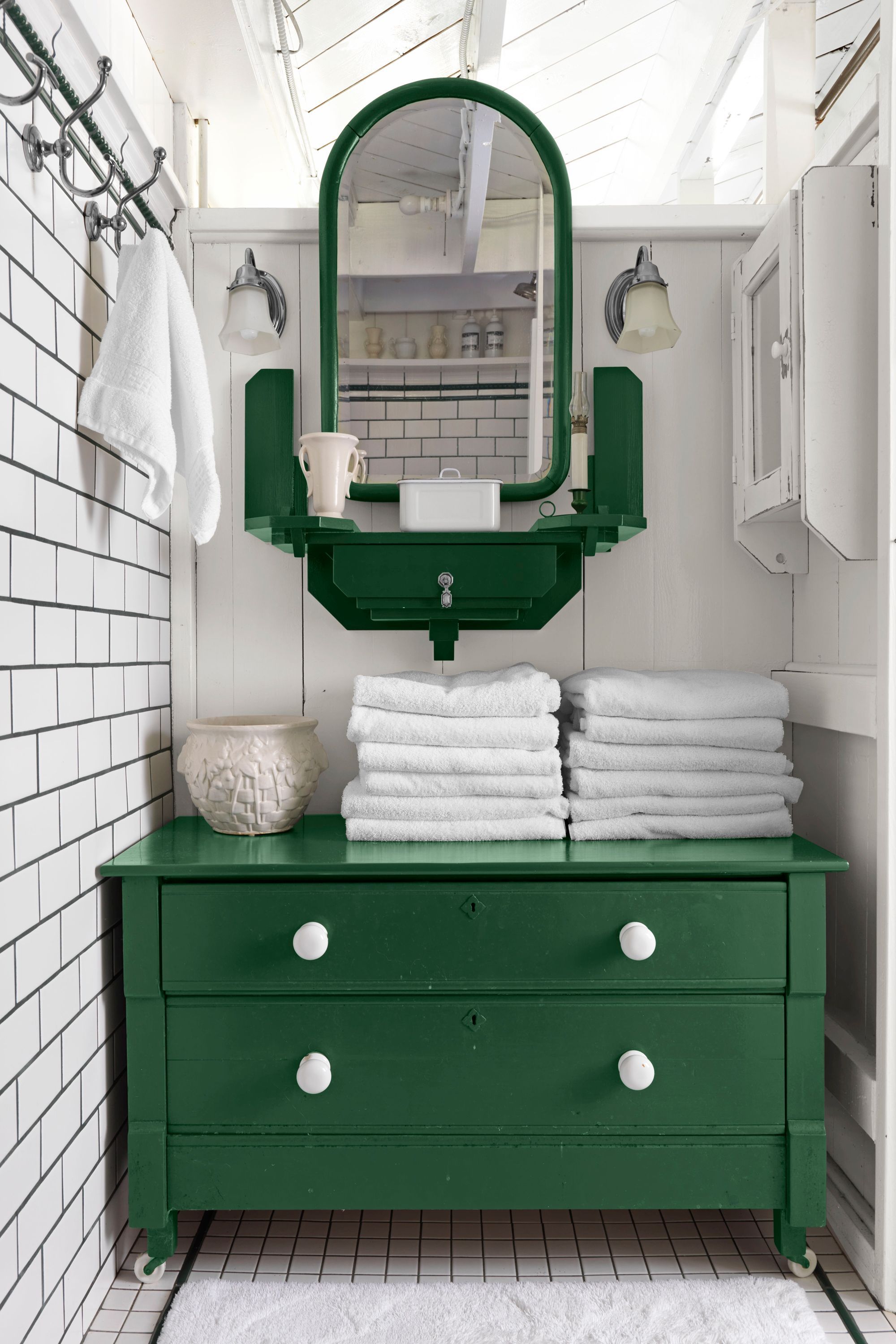 43 Rooms That Prove Green Is The Prettiest Color Green Bathroom
