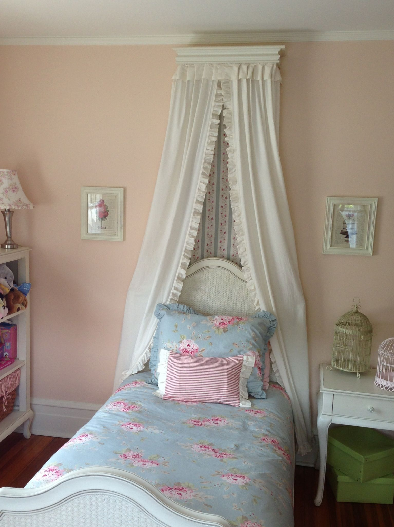 Little girl 39 s shabby chic bedroom girls room ideas - Little girls shabby chic bedroom ...