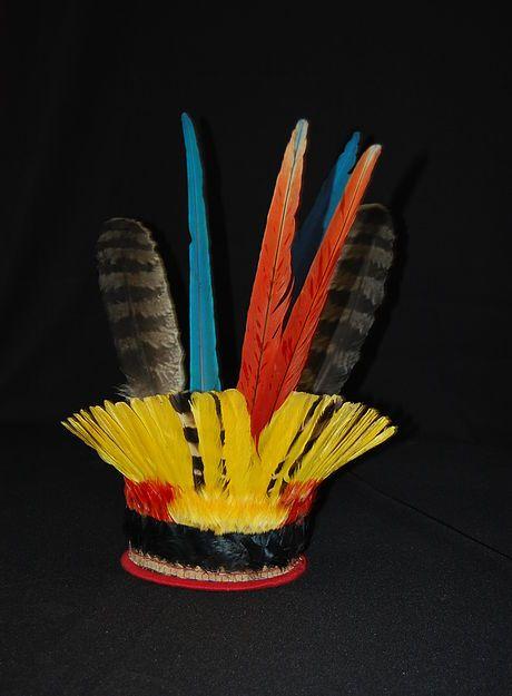 Artesanato Indios Xingu ~ Cocar Tucanape Todas as etnias do Xingú MT MAI Museu de Arte Indígena Plumária Indians