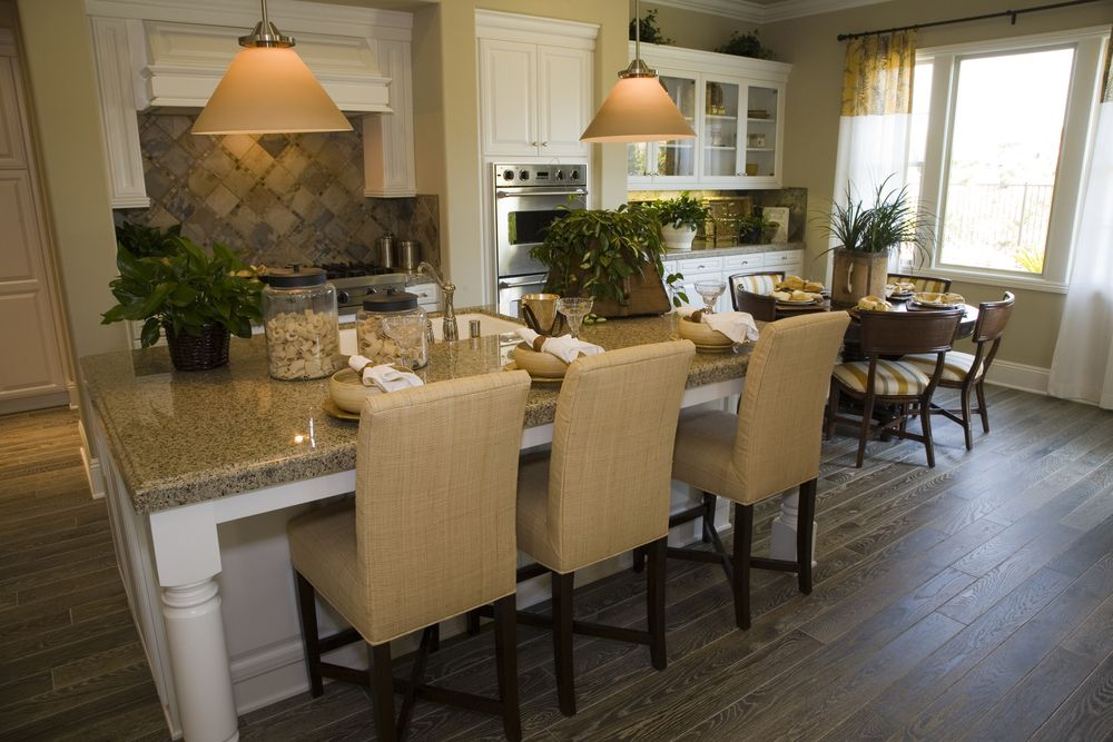 Ordinaire An Eat In Kitchen With A Small Breakfast Nook Near The Display Cabinets To  The