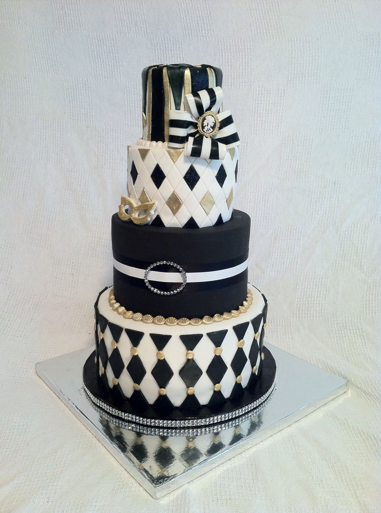 Harlequin Halloween Party Cake - The client had just asked that the ...