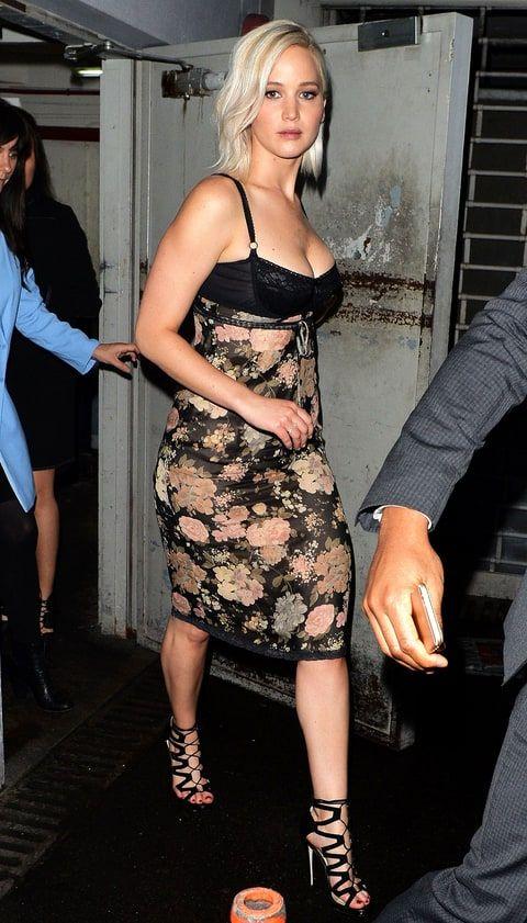 Jennifer Lawrence in a tight bustier dress at the X-Men: Apocalypse premiere in London.