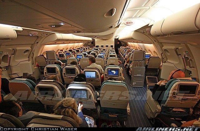 Inside aircraft cabin photos airbus a380 841 aircraft for Airbus a380 interior