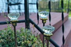 Glas-Türknäufe als Gartendekorationen