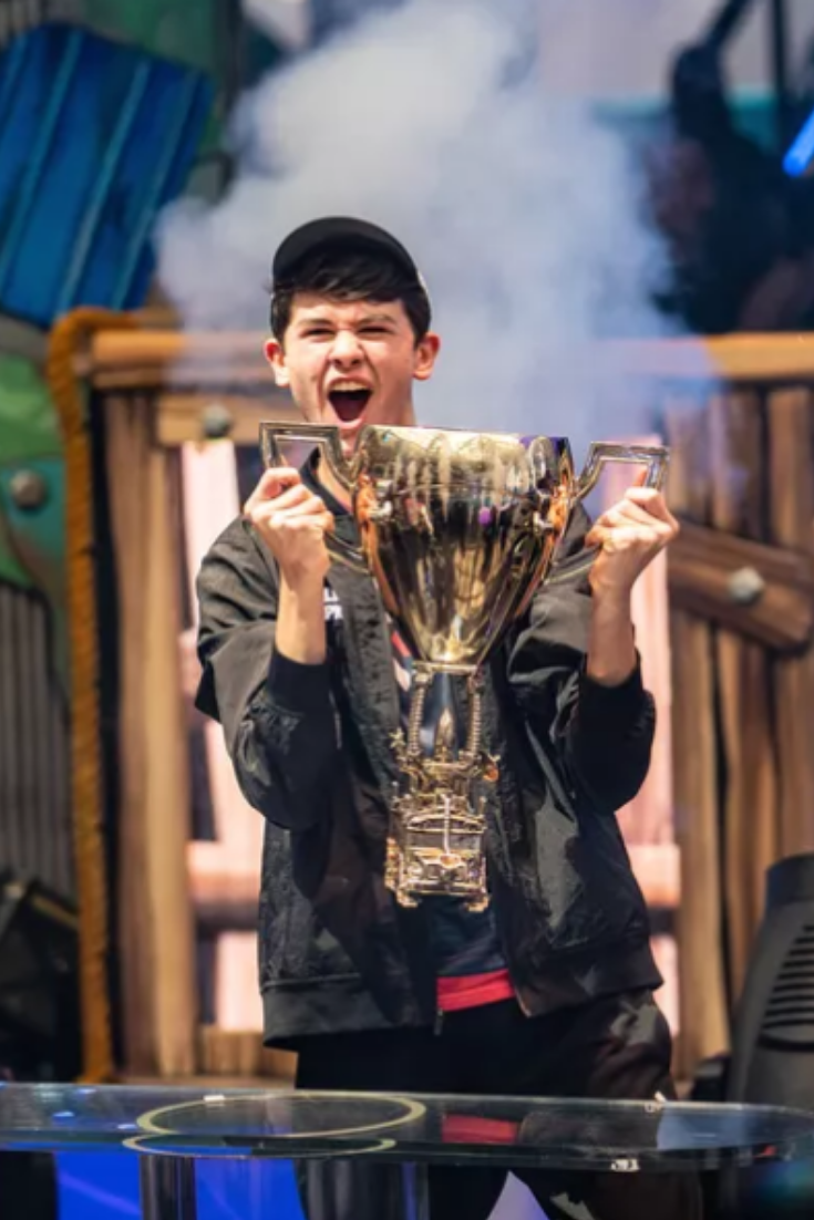 Bugha Wins 3m Solos Prize In Fortnite World Cup 2019 Fortnite World Cup Vr Gear