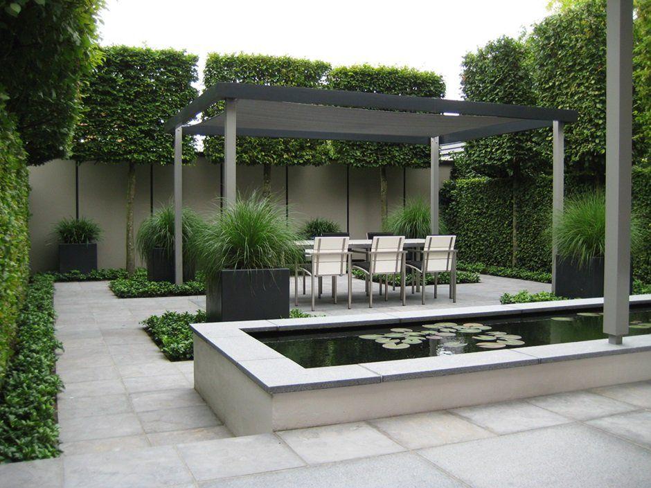 Moderne strakke design tuin in houten van jaarsveld for Moderne waterpartijen tuin