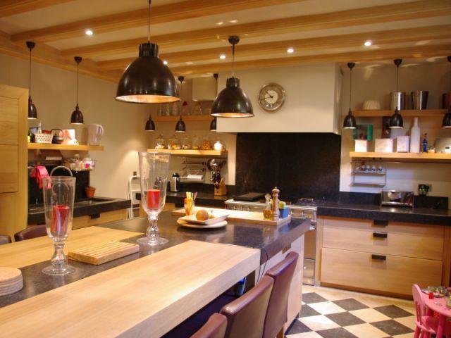 am nager une cuisine en sous sol sous sol. Black Bedroom Furniture Sets. Home Design Ideas