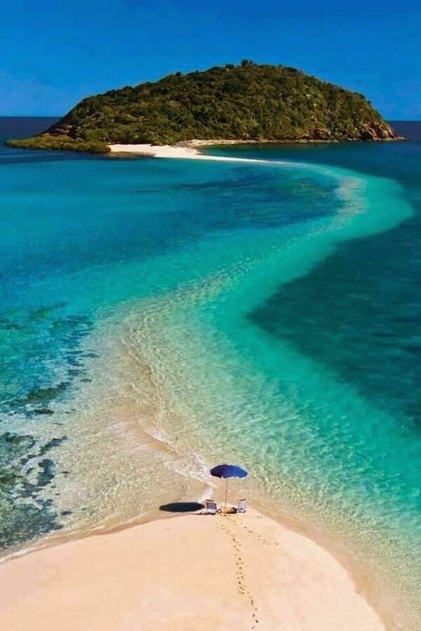 Beach to an island, all over water. Sand bar path, Fiji