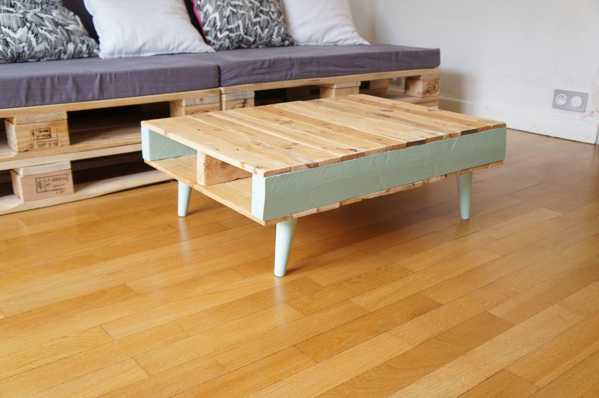 table basse vintage en bois de palettes pieds compas vert pastel