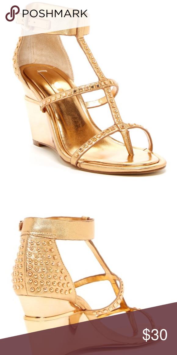 72f788d9bdcb BcbgMaxAzria Gold Dust Doug Wedge Sandal Sz 10 - Thong toe - Multi-strap  vamp