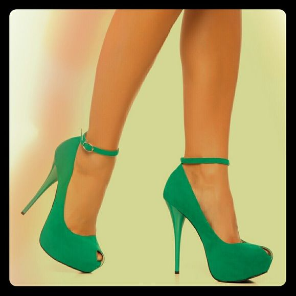 Arya Shoedazzle Shoes Cute green peeptoe shoes that are simple yet statement making. Worn only once EUC. Comes with dustbag also.   ❎PP ❎Trades ☑Bundles ☑Offers Shoe Dazzle Shoes Platforms