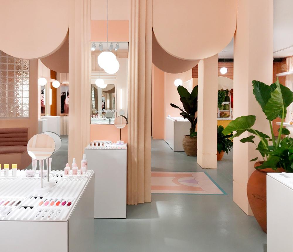 Glossier Ouvre Un Nouveau Pop Up Store Miami Art Deco Art Deco Interior Interior Deco