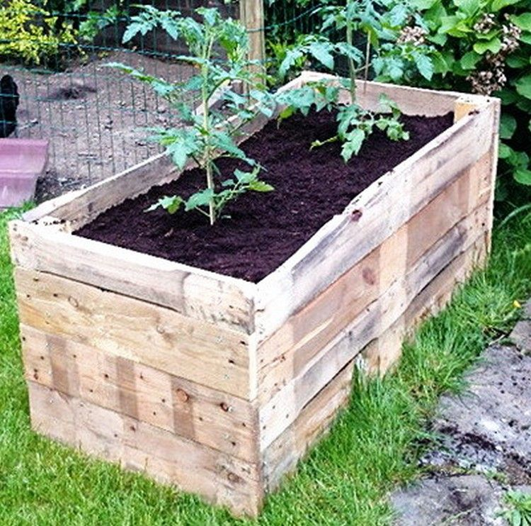 Planter boxes made from wooden pallets pallets planters for Flower beds out of pallets