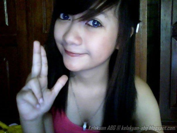 Kelakuan Gadis Abg Narsis Pake Tanktop Hot Lagi Webcam Kelakuan Abg