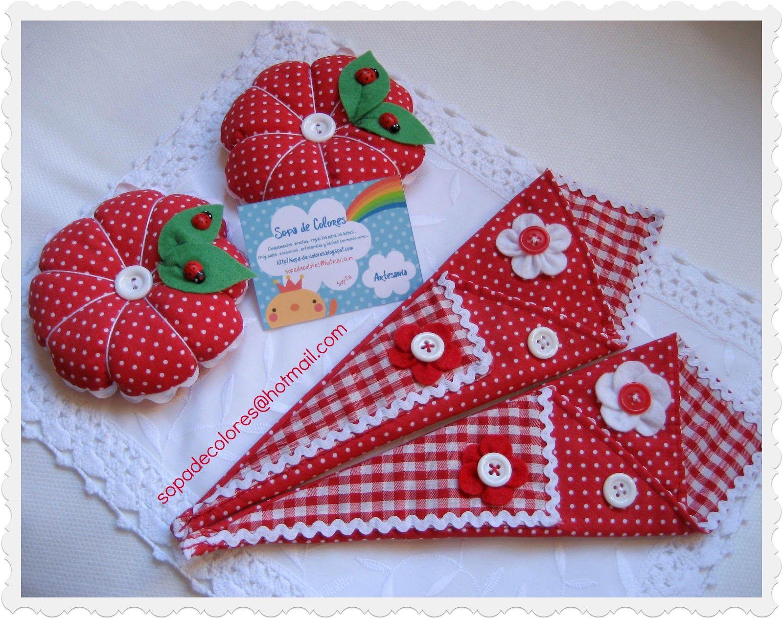 Conjuntitos de acericos y guarda tijeras ..un bonito y original regalito para las amantes de las costura !!   Hechos especialmente para el...
