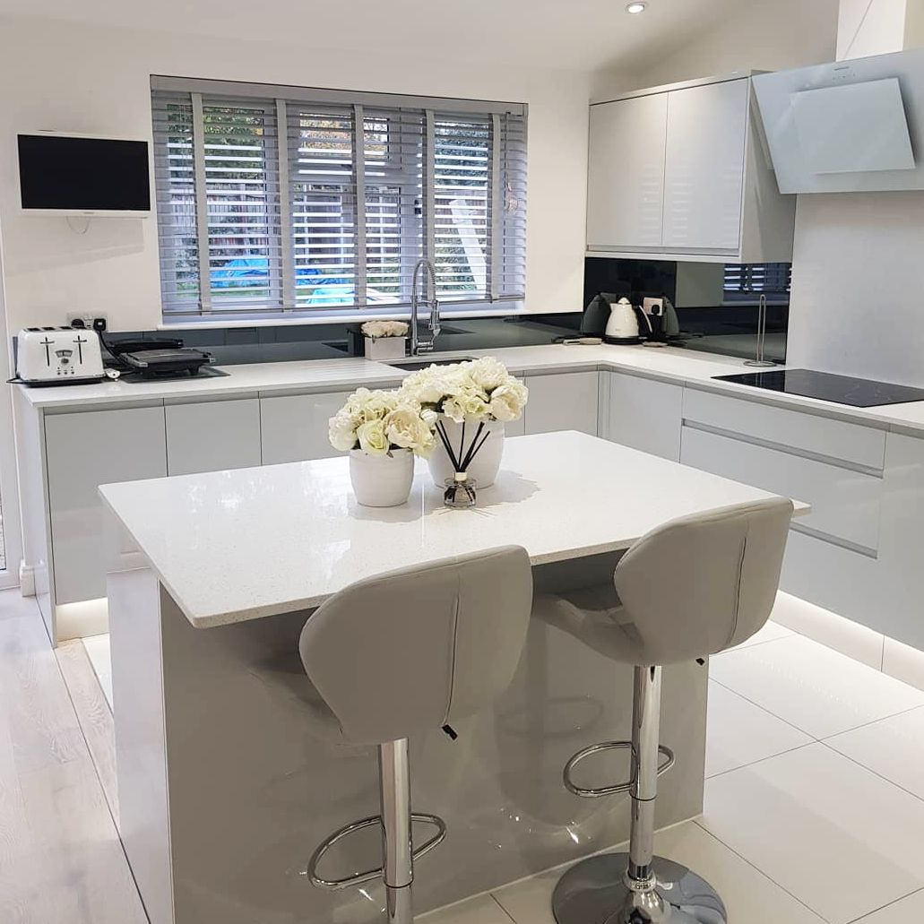 Create a modern kitchen with our handleless kitchen range