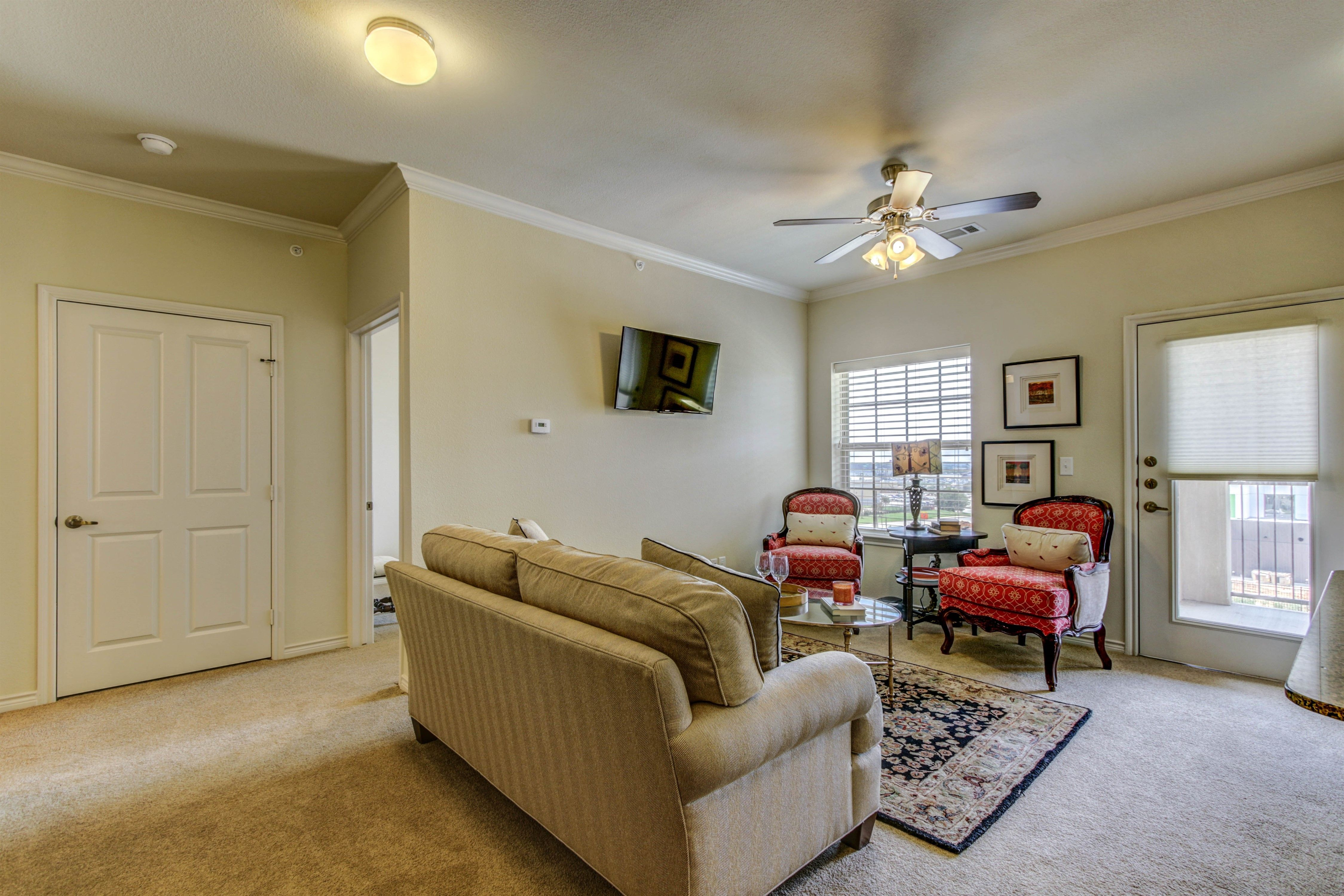 As A Resident Of Arabella You Have Quite A Variety Of Amenities To Enjoy Our Cozy Dining Room Is A Great Dining Room Cozy Senior Living Retirement Community