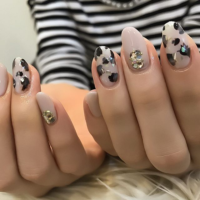 325 Likes, 3 Comments , Clear Nail プライベートネイルサロン (@clear_nail) on Instagram  \u201cホワイトべっ甲♡ 今月の定額デザインです🎵 美爪なお客様にぴったり!