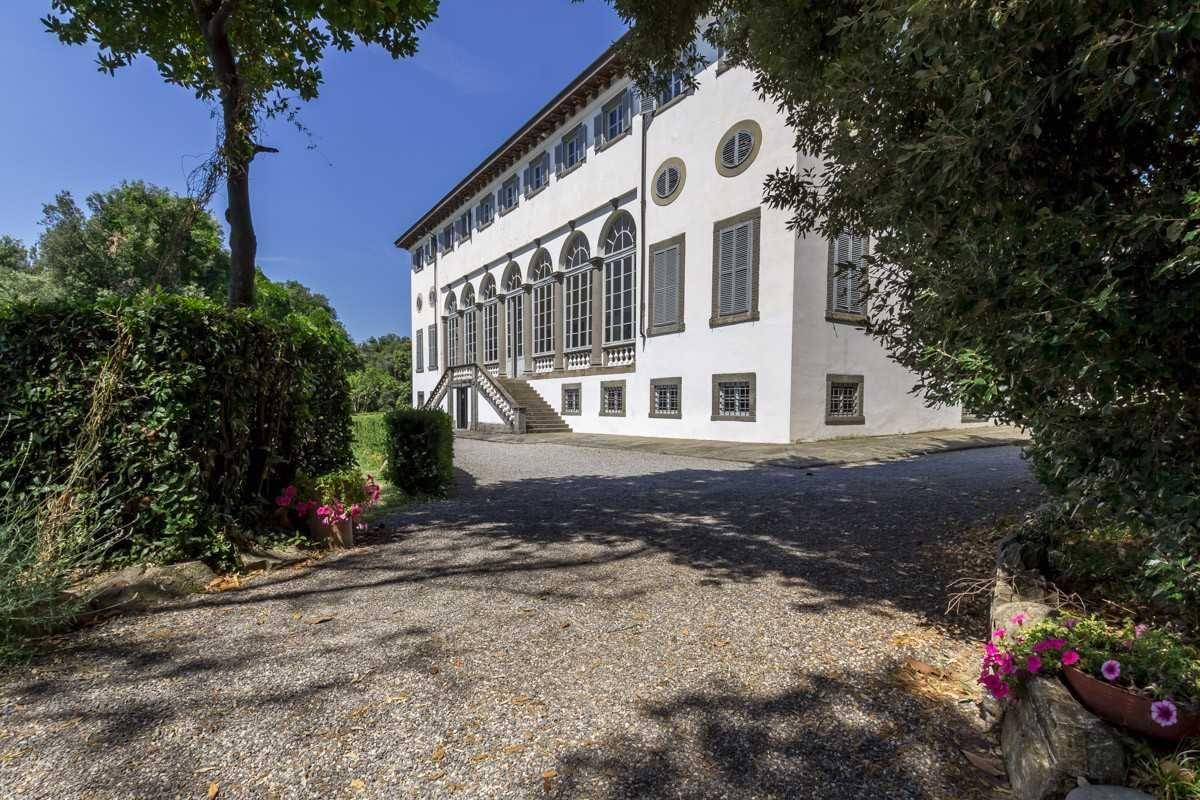 Prestigioso Appartamento Al Piano Terra Della Lussuosa Residenza