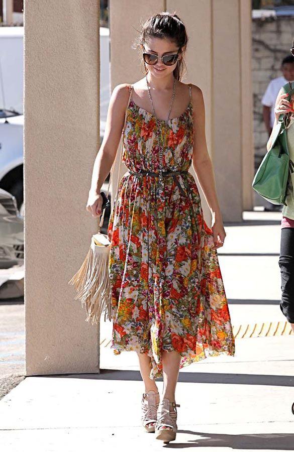 Rapsodia bohemia, los maxivestidos son la prenda clave de primavera-verano 2013: Selena Gomez