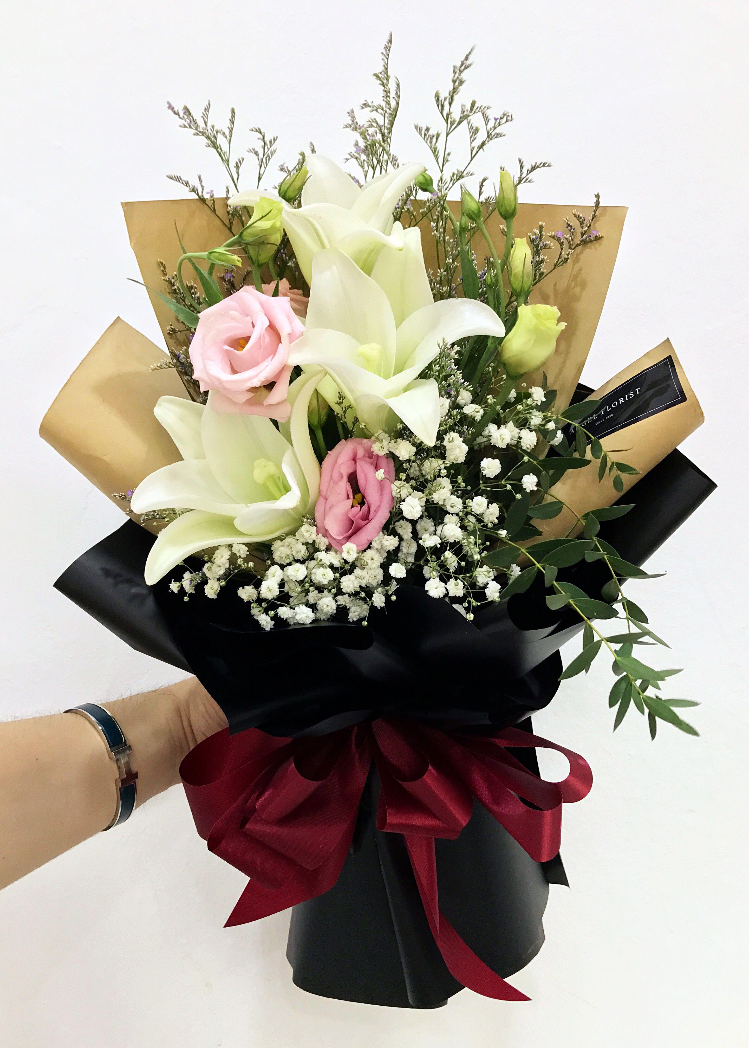 #花形典雅大方 #清香宜人 #永恒的美 #百合 #洋桔梗 #花束 #鲜花 #满天星 #欧式 #韩式 #设计 #预订 #大束 #大体 #Longiflorum #HandBouquet #Babybreath #JohorBahru #Johor #JohorJaya #Florist #小天使花屋 #AngelFloristGiftCentre #新山花店 #花店 #新山 #柔佛 #Wechat #WhatsApp 010-6608200