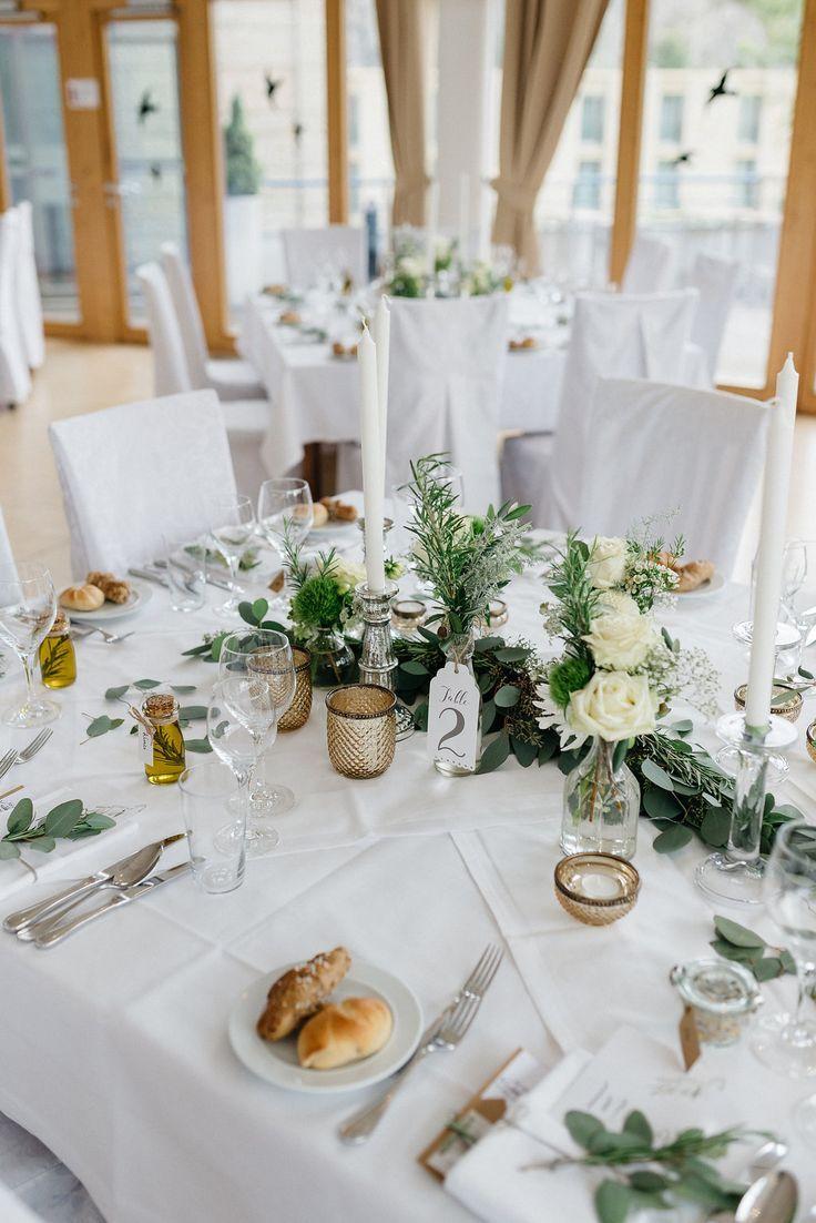 Tischdekoration f r hochzeit im mediterranen greenery stil tischdeko greenery hochzeit gr n - Tischdeko brautpaar ...