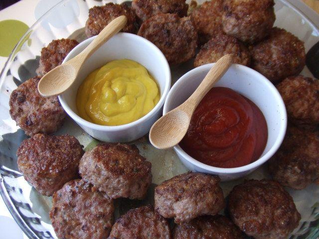 Pastelitos de carne rápidos y sencillos. Ver receta: http://www.mis-recetas.org/recetas/show/80621-pastelitos-de-carne-rapidos-y-sencillos