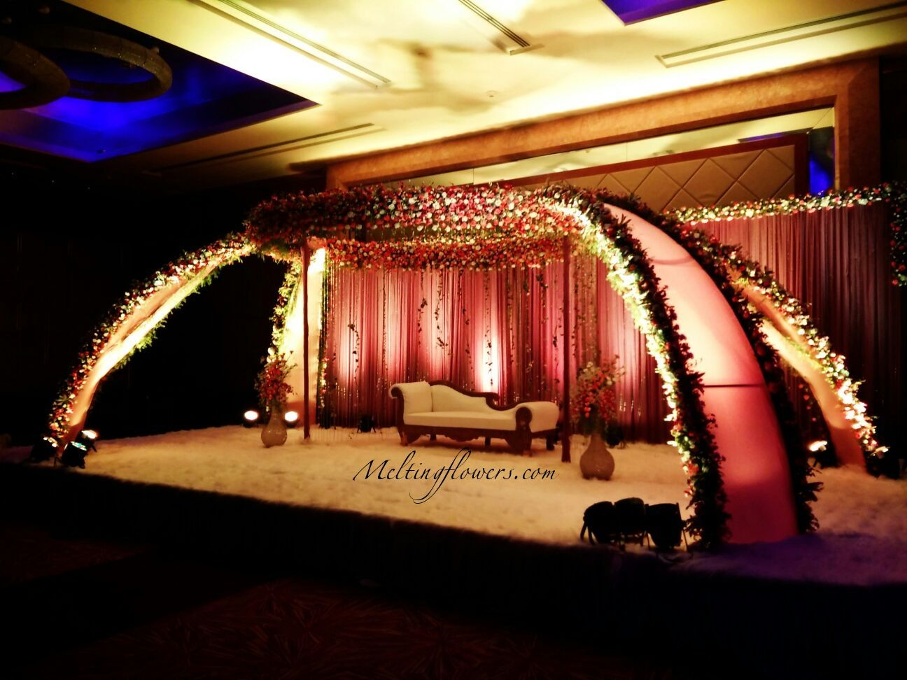 How To Choose The Perfect Theme Marriage Decoration For Your