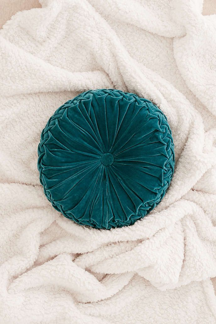 urban i pintuck pillow outfitters round link
