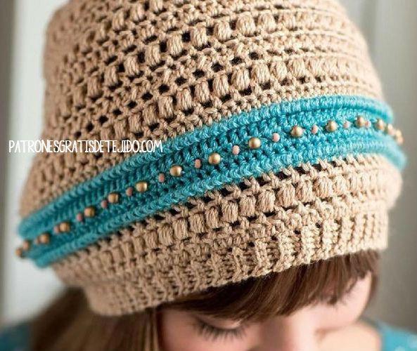 4ccae1d06708a Juvenil Gorro Slouchy con detalle de cuentas   patrones crochet ...