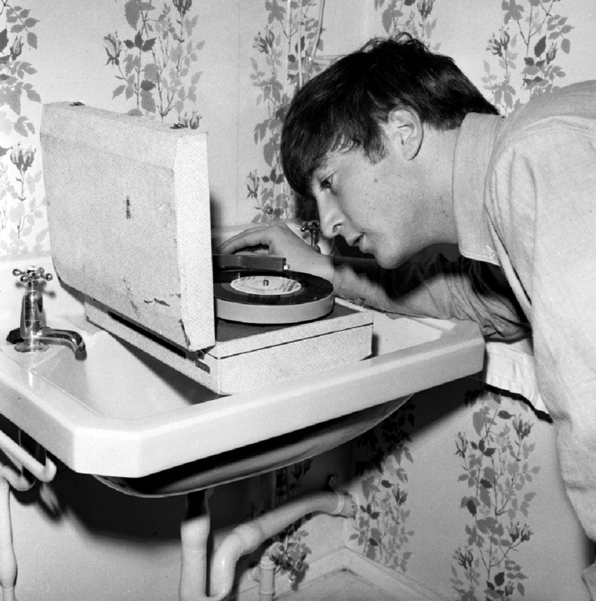 John Lennon listening to a pre-release test pressing of the 'Twist And  Shout' EP on a portable record player that tr… | Beatles pictures, The  beatles, Beatles books