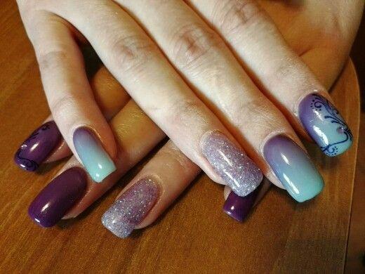Nail art con gel termico. Viola al freddo e azzurro al caldo.. glitter  lilla e disegno viola che si vede solo quando è caldo