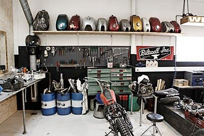 Motorcycle garage moto garage pinterest garage for Amenagement garage moto
