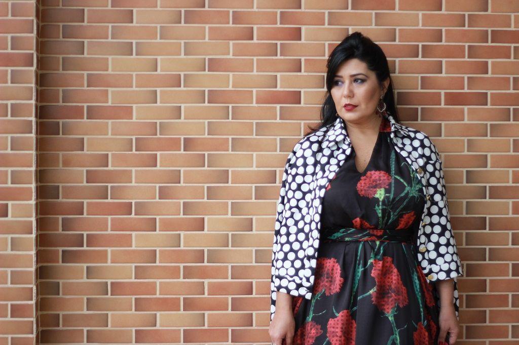 Look: Dolce & Gabbana une o Poá e Floral