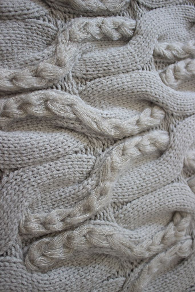 Chunky braided knit detail with interlocking pattern & contrasting ...
