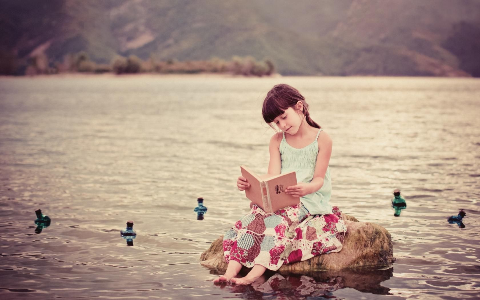 Pin By Kin On Photography Book Wallpaper Girl Reading