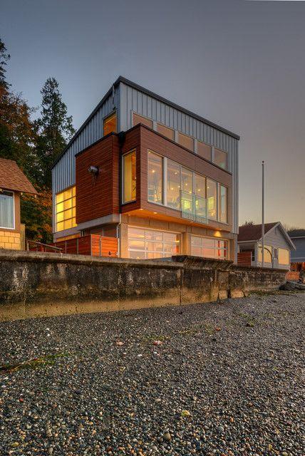 casa anti tsunami vista esterna al tramonto