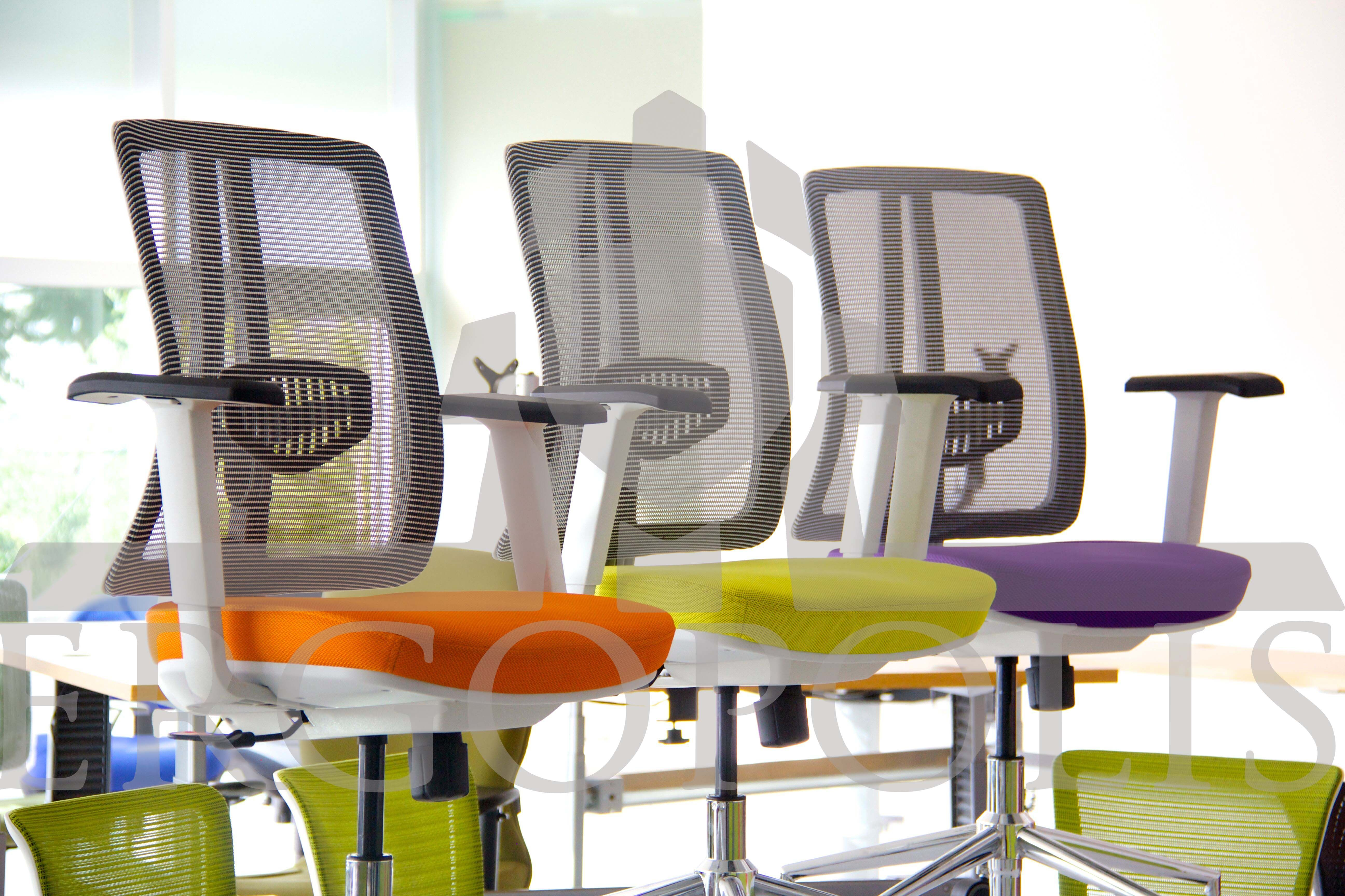 Sillas #AMELIA con asiento tapizado en colores vivos. #Ergonomia #Oficina #Ergopolis #Sillas