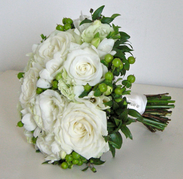 Modern Wedding Bouquet Photos With Beautiful Big White RosesPNG