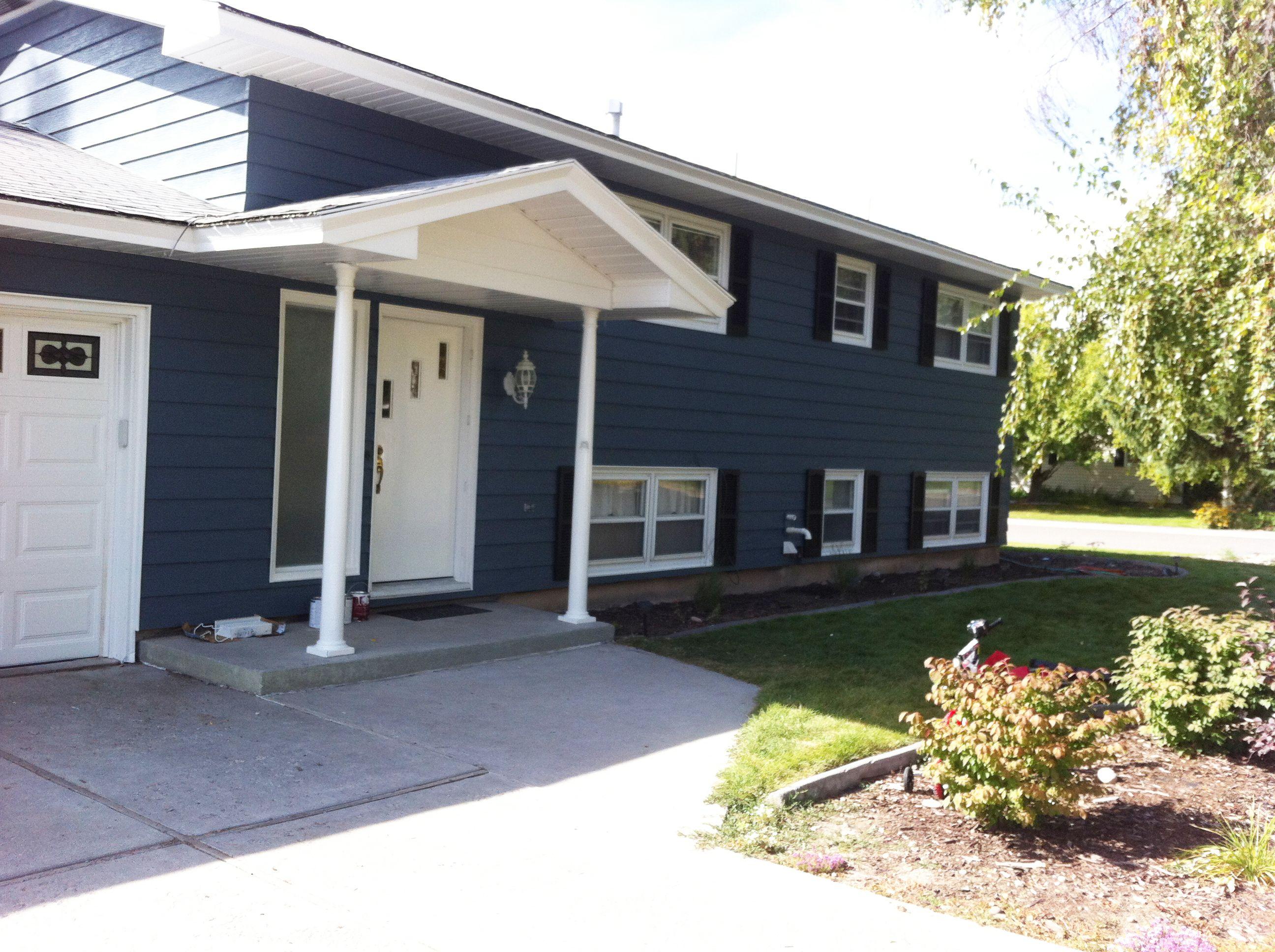 The Prettiest Blue Paint For An Exterior A Giveaway House Exterior Blue Aluminum Siding Colors East Coast House