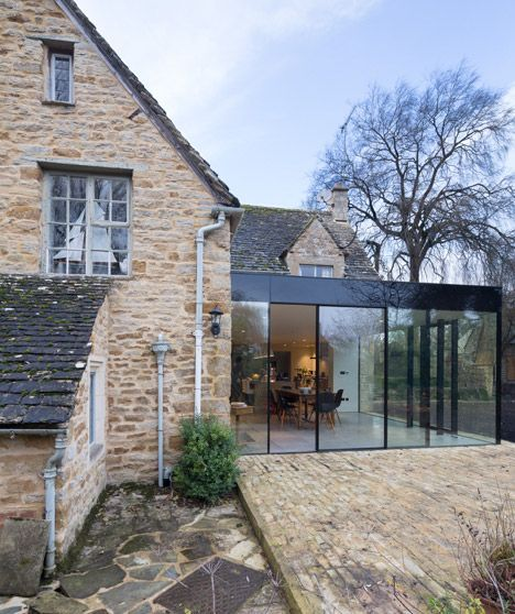 Extension en verre sur une maison en pierres architecture for Extension en verre