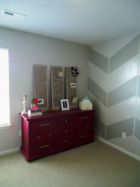 I don't love the colors, but I LOVE the chevron pattern on that wall.