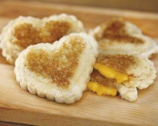 heart grilled cheese!(www.thethirdboob.com)
