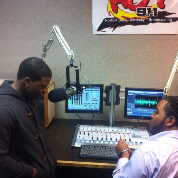 Introducing Dino Singer - Songwriter - Emcee ..been working with him and his team for about 2 months now ..and they continue to impress me with there professionalism and drive ..this is Dino with his 1st interview at Hot 91 ! WORK
