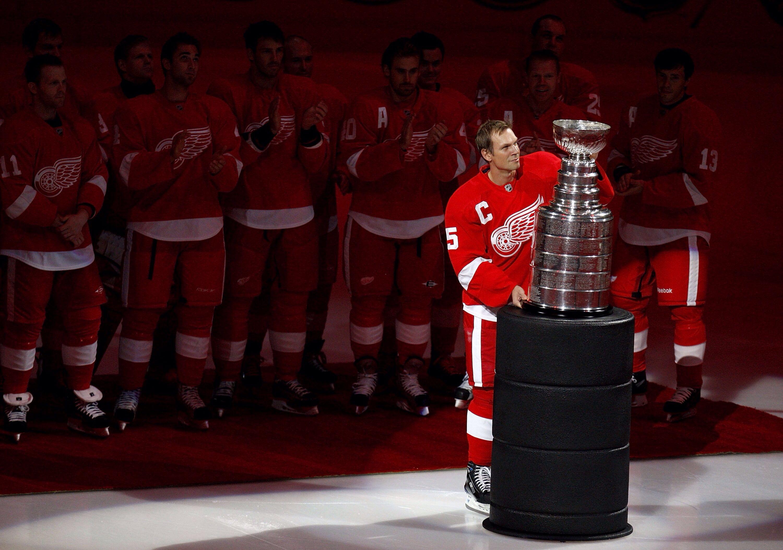 Steve Yzerman Stanley Cup Red Wings Hockey